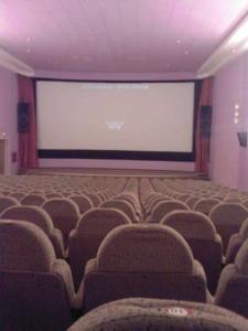 Пустнный кинотеатр
